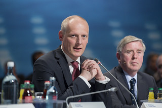 Michael Kloth and Pat Cox participate in the session | by International Transport Forum