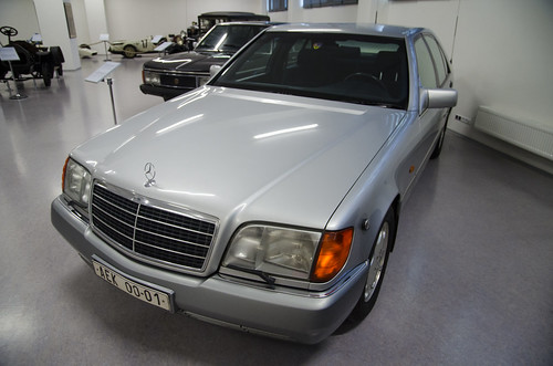 Mercedes-Benz S600 (1993) | by The Adventurous Eye