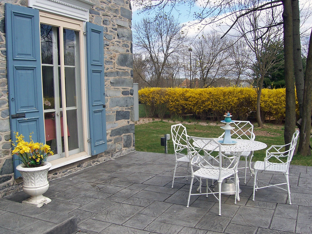 front patio in spring by fox hound inn bed and breakfast of new hope - Front Patio