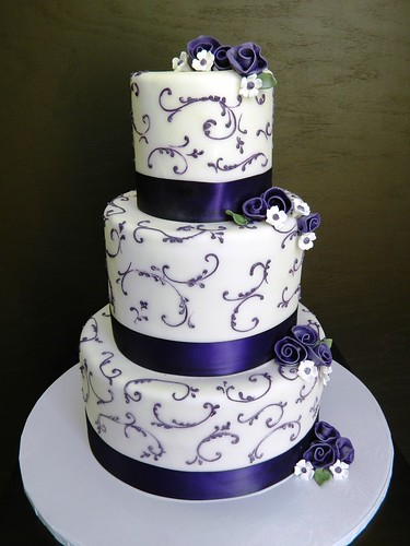 wedding cakes with vines and flowers purple vines and flowers wedding cake stephaniethebaker co 26133