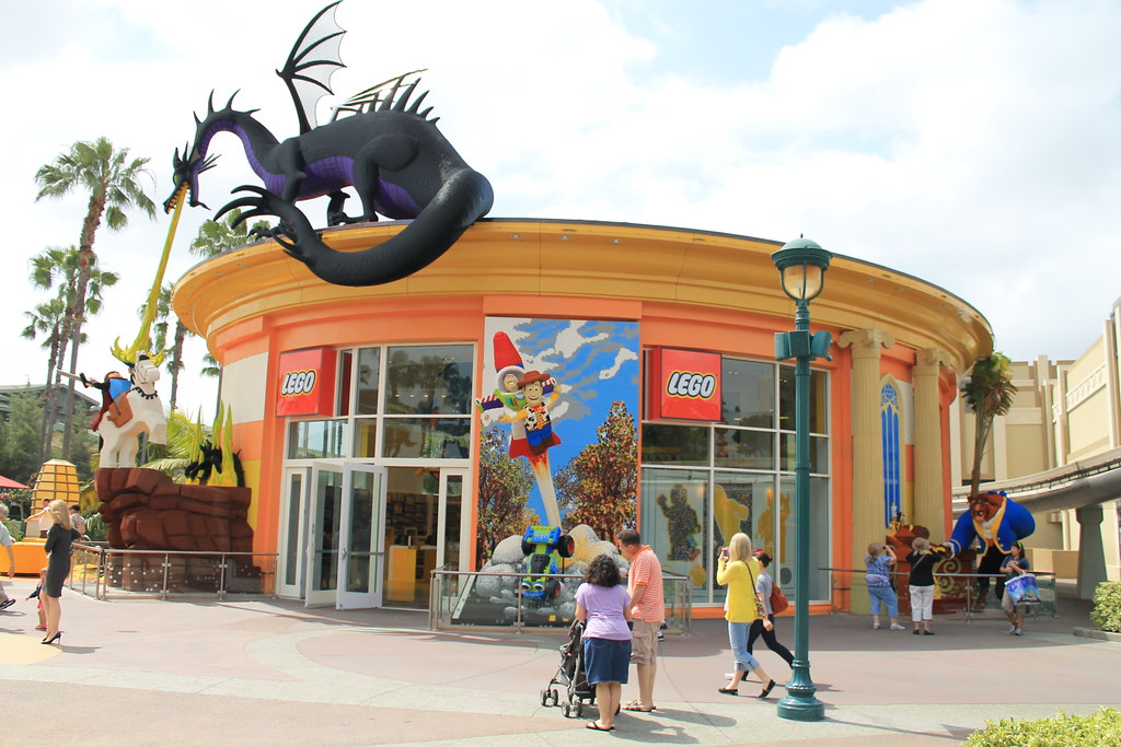The LEGO Store in Downtown Disney   Taken on May 18, 2012 in…   Flickr
