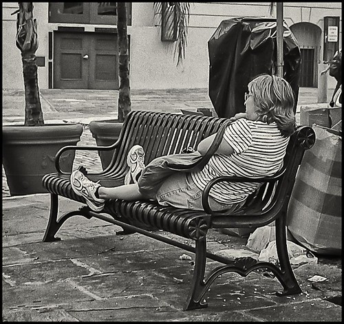 Dama y Banco (Lady and Bench) | by Samy Collazo
