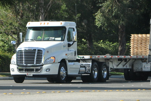Gardner trucking inc gt freightliner big rig flatbed for Gardner inc