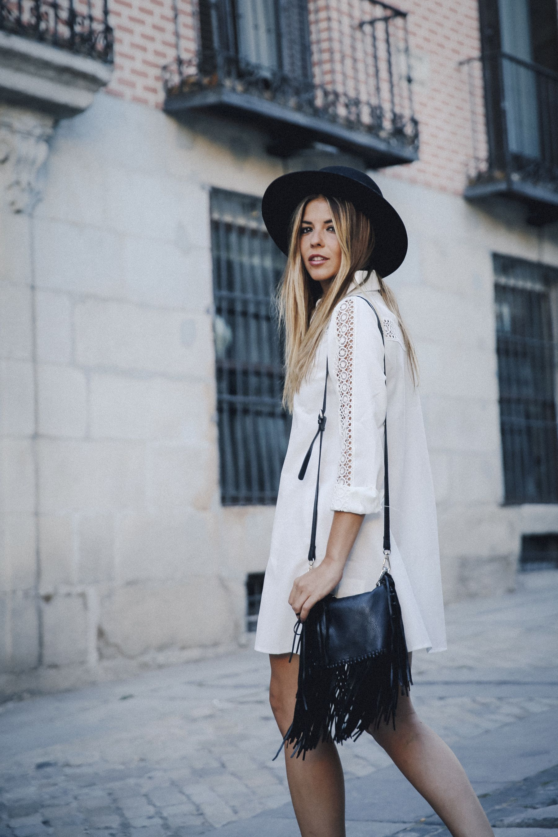 outfit look primavera spring street style trendy taste inspiration dress vestido casual sombrero hat brixton botines ankle boots susanna chloe bolso bag flecos fringes cuero leather asos blanco crochet lace_13