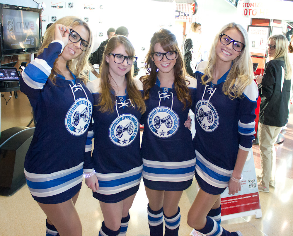 Blue Jackets and Ice Girls 174 | Chris Blake | Flickr