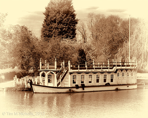 Moored @ Goring | by ammonyte
