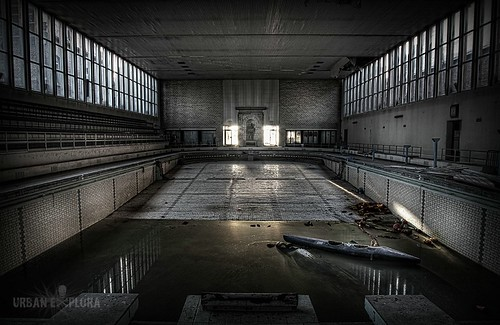 Abandoned Swimmingpool | by Eus Driessen photography