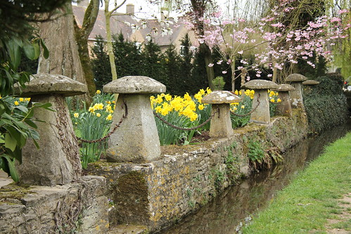 Staddle stones as a garden fence | by bunto1