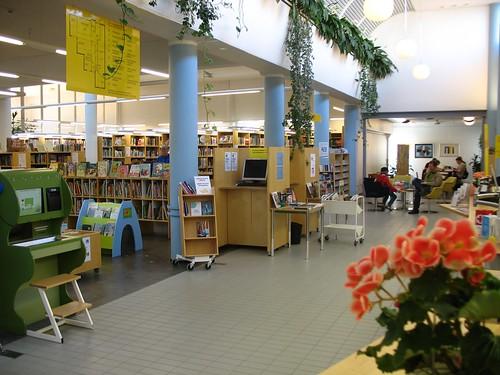 Untitled | Kauniaisten kirjasto - Grankulla bibliotek | Flickr