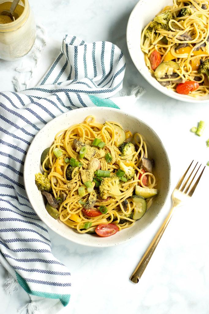 one pot lemony garlic pasta // nooch + veggies
