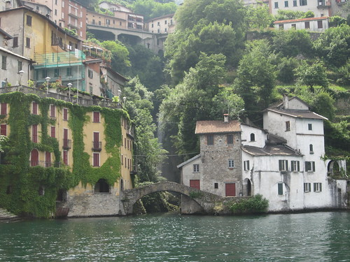 Heading south to Como with a rental boat on a nice day of June 2012 | by Hotel Metropole Bellagio