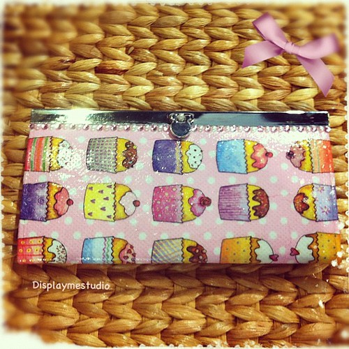 #iphoneonly #instagood #instagram #photooftheday #my #mypicture #me #kawaiioftheday #displaymestudio #handbag #handmade #handicarft #bag#wallet#decoupage #madetoorder#cupcake#cake#pink# | by Display me Studio