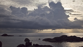 Soft clouds over sea with sun rays timelapse, Koh Phangan, Thailand | by RickyLoca