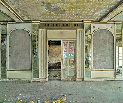 Abandoned Hotel Sterling:  As The Vultures Picked Her Bones (An Unemployed Zombie Building Infiltration Specialist Production) | by Cheri Sundra: Guerrilla Historian