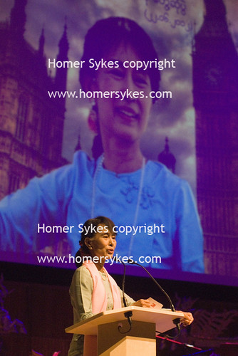 AUNG SAN SUU KYI LONDON ROYAL FESTIVAL HALL LONDON 22 JUNE 2012 ENGLAND | by Homer Sykes