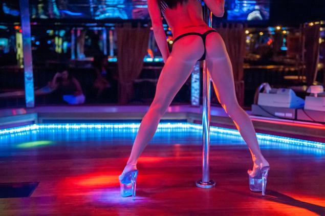 Blu River Aci Night Strip Club Catania | Blu River Aci Blu ...