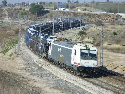 253.026-9 Renfe + Portacoches | by phantom-II