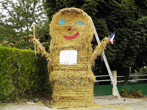 Straw Sculpture in France | by www.thegoodlifefrance.com
