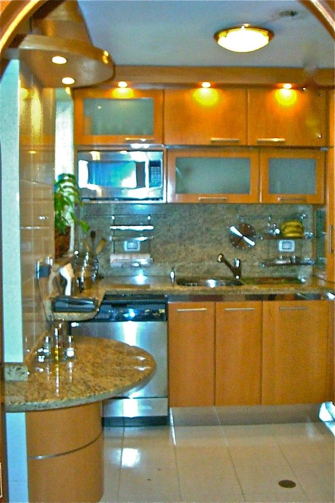 Cocina para apartamento pequeño moderna minimalista | Flickr