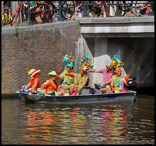 She waved to the left, she waved to right, she waved with her hand..... | by martin alberts Pictures of Amsterdam