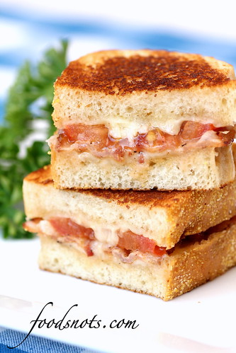 Garlic-Rubbed Grilled Cheese with Bacon and Tomatoes | by Recipe Snob