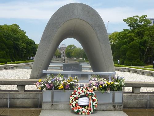 jp16-hiroshima-1945-Vue du parc (1)a