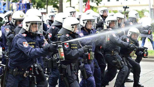 #blockit Demonstration gegen Rechtsextremen Aufmarsch in #Wien