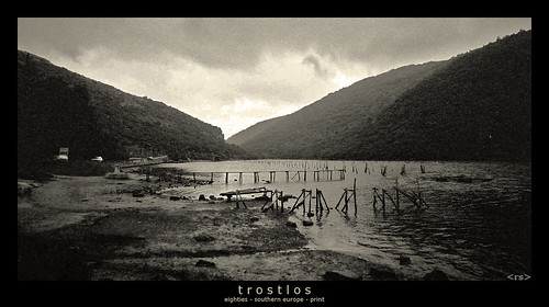 trostlos | by <rs> snaps