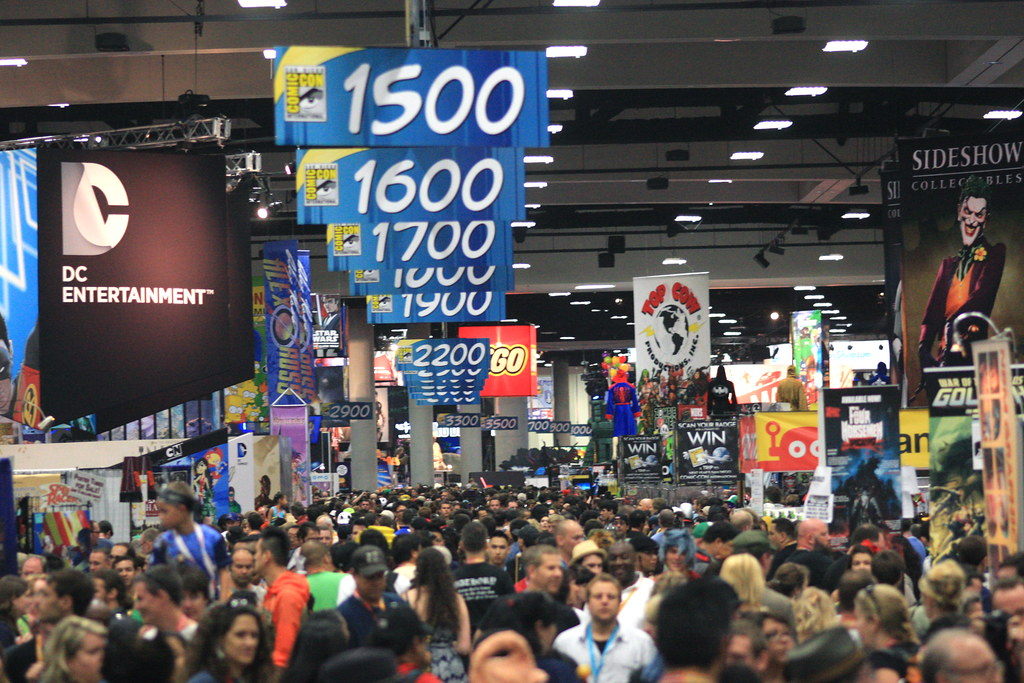 Outlook of people walking around San Diego Comic Con