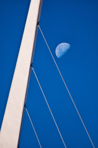 El puente, la mujer y la luna - The bridge, the woman and the moon | by celta4