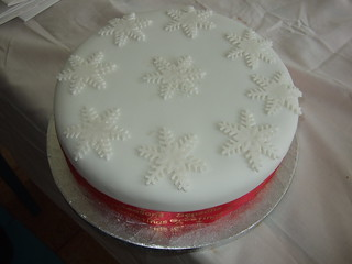 Snowflake covered iced Christmas cake | by platypus1974