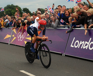 Lizzie Armitstead crosses Hampton Court Bridge in the Women's time trial | by surreynews