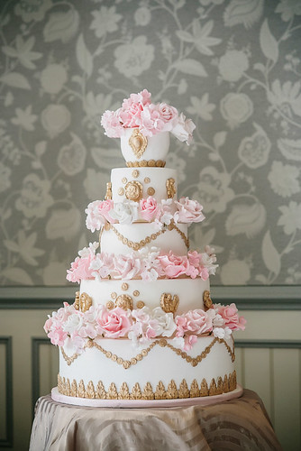 new style of wedding cakes vintage style wedding cake vintage white and gold 17809