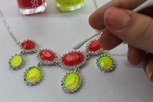 How to make a neon rhinestone necklace | by Célèste of Fashion is Evolution