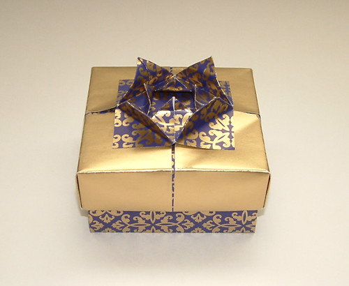 "Blue and Gold x-mas ""wrapping paper"" box 