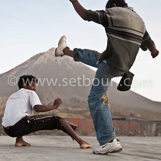 Two young adults playing capoeira | by setboun photos