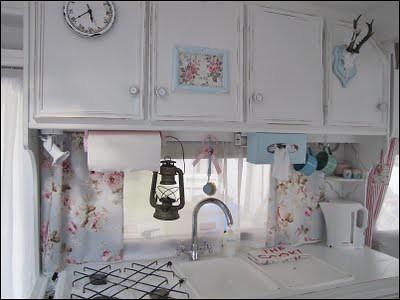 shabby chic caravan gorgeous shabby chic caravan i. Black Bedroom Furniture Sets. Home Design Ideas