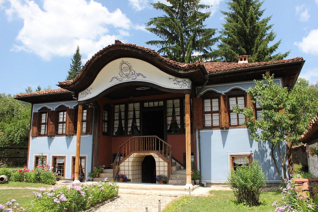Lyutov house