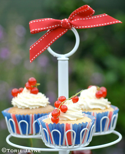 Redcurrant & white choc cupcakes | by toriejayne