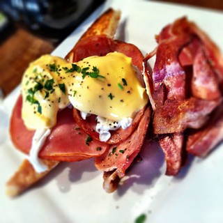 Eggs Benedict with a side of Bacon at Palate Cafe in Prahran | by ultrakml