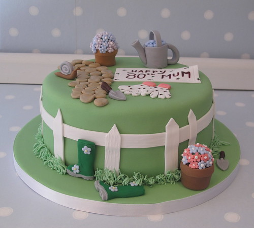 Garden themed cake for don 39 s mum 39 s 80th birthday www for Gardening 80th birthday cake