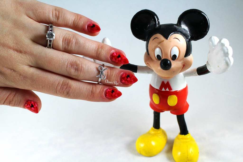 Mickey Mouse Pond Mani Nail Art