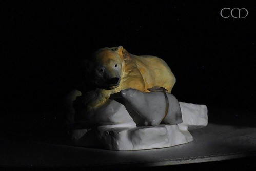Knuti statue model and Little Bear, lit by the light of the full moon