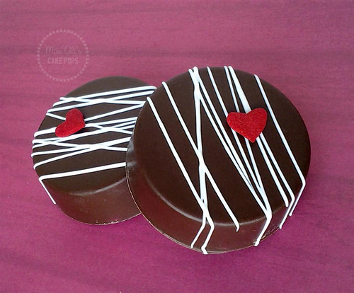 Valentine's Day Chocolate Covered Oreos | by missaliscakepops