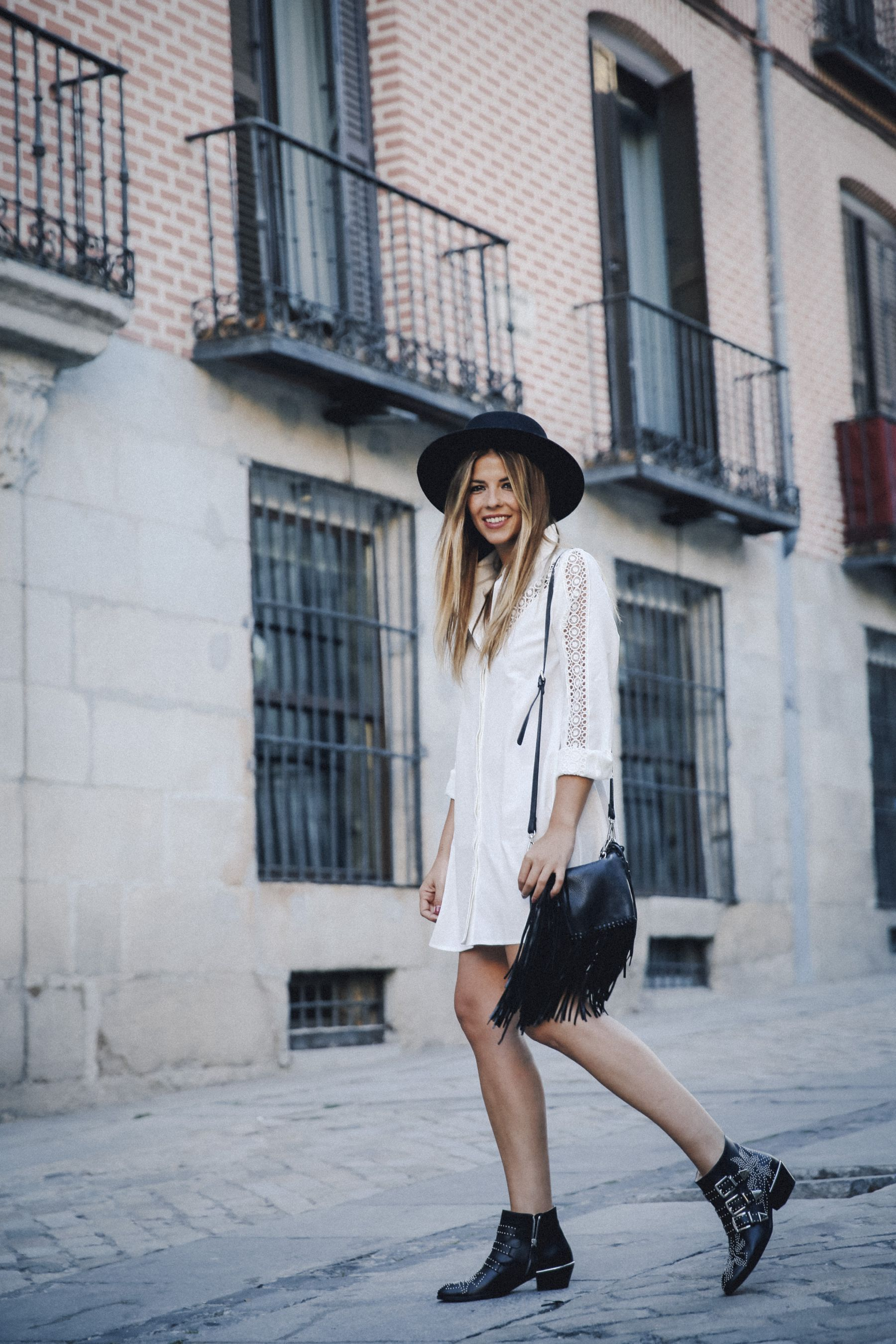 outfit look primavera spring street style trendy taste inspiration dress vestido casual sombrero hat brixton botines ankle boots susanna chloe bolso bag flecos fringes cuero leather asos blanco crochet lace_12