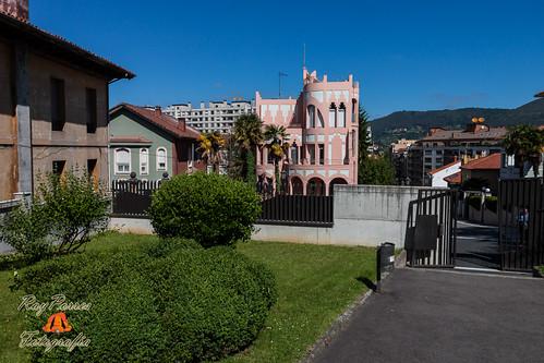 Edificios singulares en la calle prado picon de oviedo as for Hoteles en la calle prado de madrid