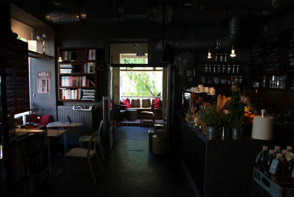 Café librairie Wrzenie swiata à Varsovie