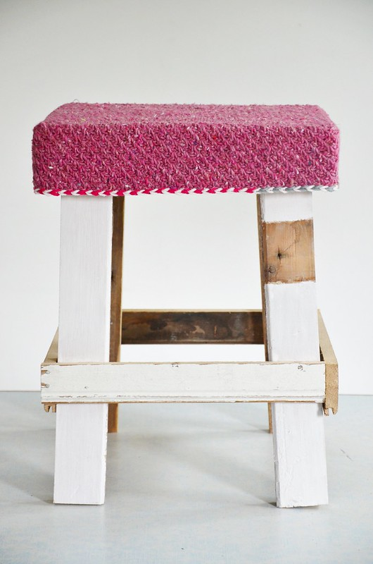 wood & wool stool raspberry