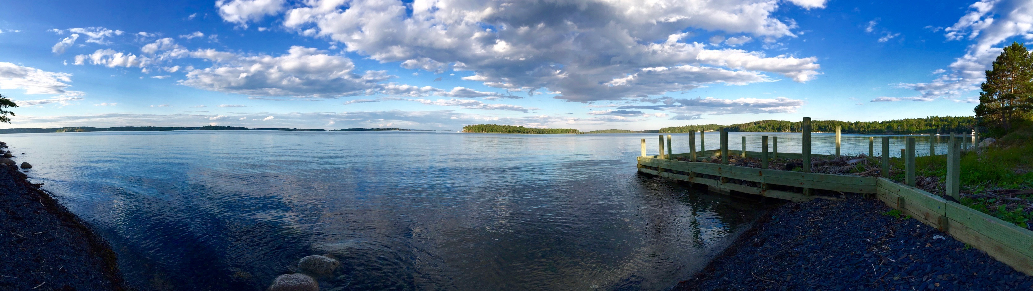 A dock by Mahone Bay near Lunenburg, Nova Scotia [OC] [3340 × 942]