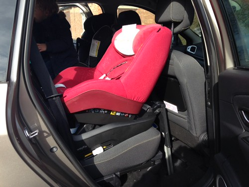 maxi cosi 2way pearl in a renault scenic 2010 jayne. Black Bedroom Furniture Sets. Home Design Ideas